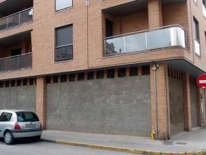 Locales en edificio Avda. Cinca 44 - Calles Estadilla y Zaragoza