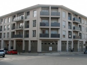 Locales comerciales en barrio de Santa Barbara de Barbastro